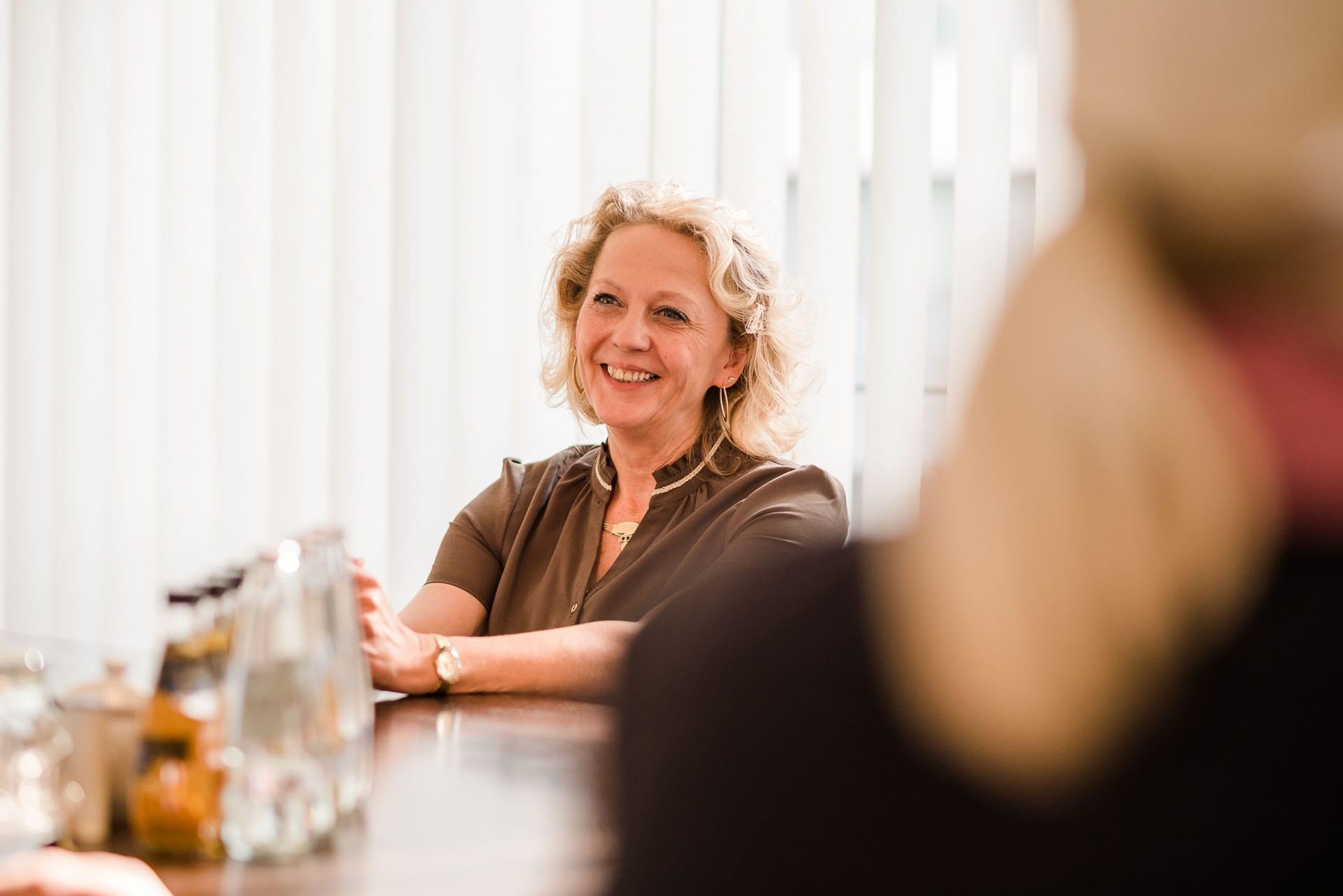Ihr erster Ansprechpartner an unserem Empfang – sowohl telefonisch als auch persönlich. – über 20 Jahre Erfahrungen im Notariat, zuständig für Vorbereitung und Abwicklung sämtlicher handels- und gesellschaftsrechtlichen Angelegenheiten.